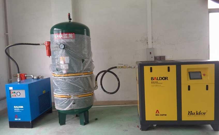 螺杆空压机储气罐安装在气源系统的什么部位?